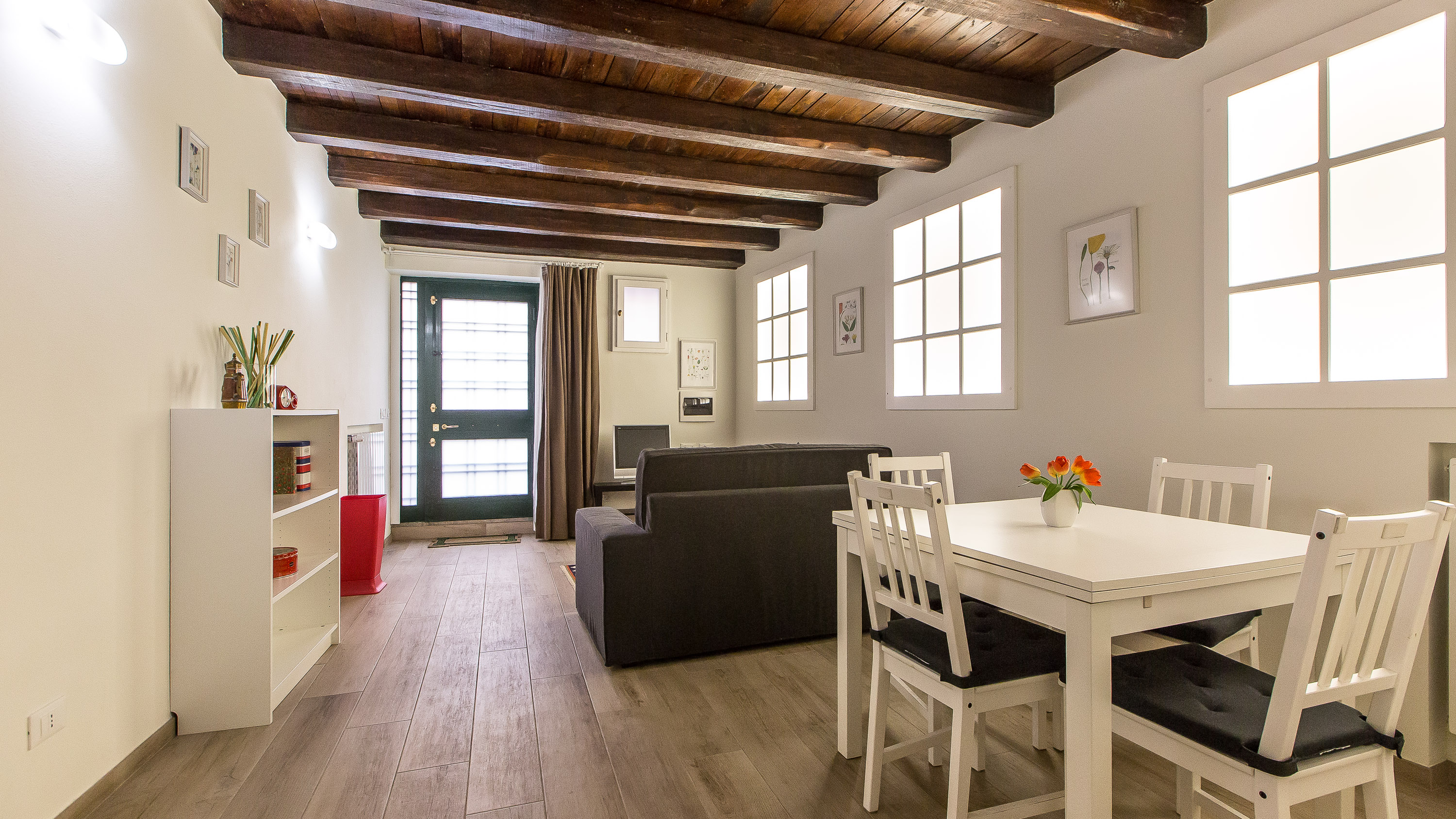 Rome, IT Trastevere White Apartment